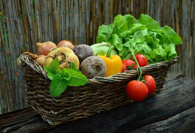 zelenina v košíku.jpg